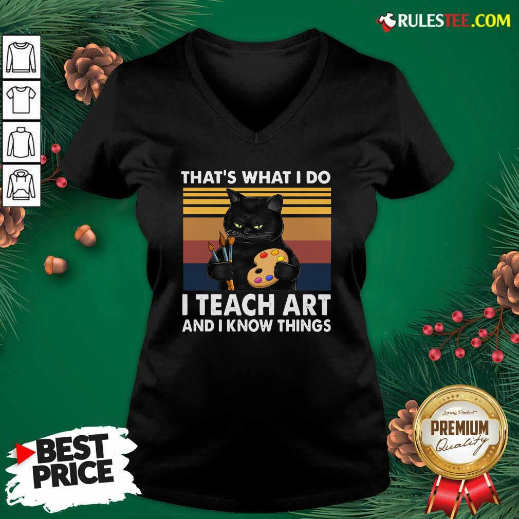Black Cat Thats What I Do I Teach Art And Know Things Vintage V-neck - Design By Rulestee.com