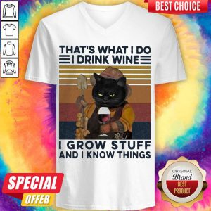 That's What I Do I Drink Wine I Grow Stuff And I Know Things Black Cat V-neck
