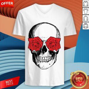 Skull And Roses Flowers Day Of Dead Dia De Los Muertos Vintage Skulls V-neck