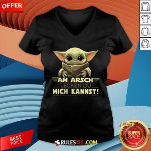 Baby Yoda Am Arsch Lecken Du Mich Kannst V-neck - Design By Rulestee.com