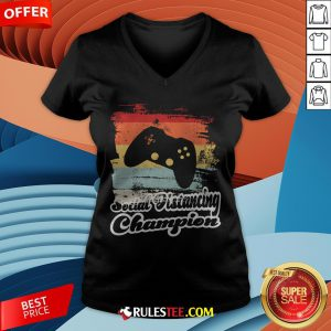 Social Distancing Champion Gaming Controller Vintage Retro V-neck - Design By Rulestee.com